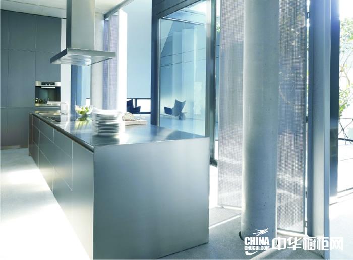 不锈钢橱柜效果图 圣格兰迪橱柜产品后金属时代 简约风格橱柜图片