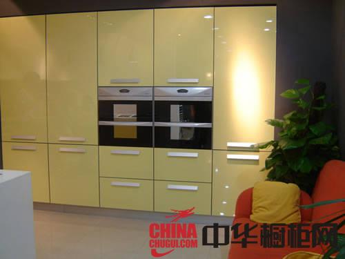 华丰橱柜图片|整体橱柜效果图 黄色烤漆橱柜图片时刻流露出的家的温暖