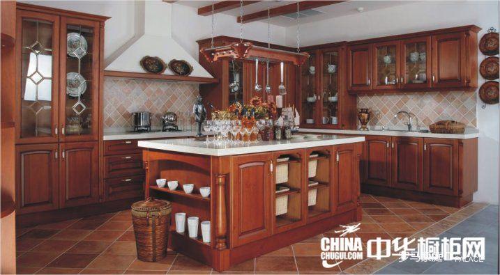 棕褐色益有橱柜图片 古典实木整体橱柜效果图 厨房整体橱柜效果图