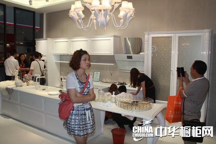 2015年上海厨卫展 皮阿诺橱柜参展橱柜图片