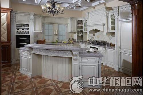 """捷西橱柜""""赫拉""""系列 中间的吧台跟的侧面高酒柜相互呼应,实用的水槽图片"""