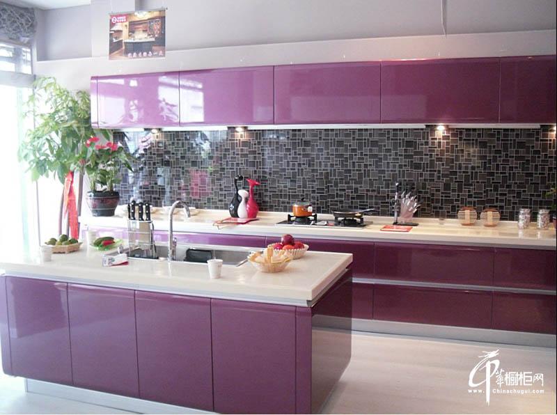 紫色金属烤漆厨房橱柜效果图