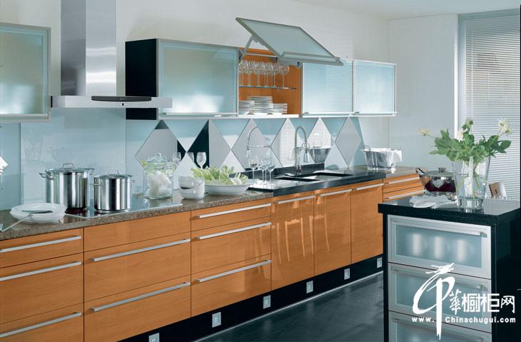 一字型简约橱柜装修效果图片 光泽亮丽展示不锈钢橱柜特质