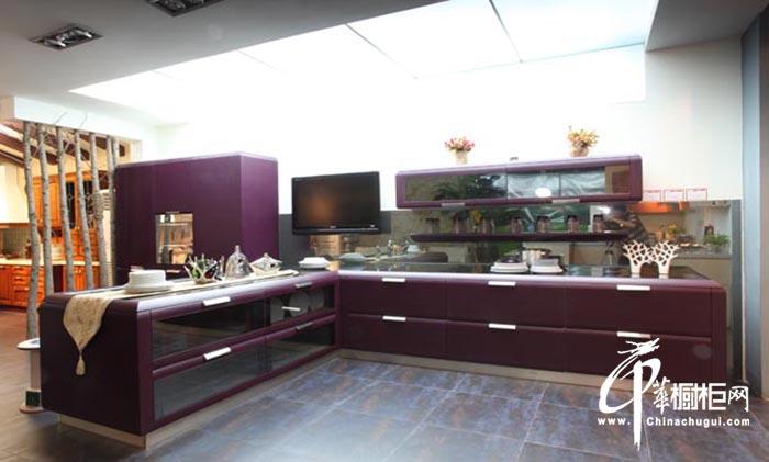 紫色烤漆橱柜装修效果图片 简约L型整体橱柜魅力非凡