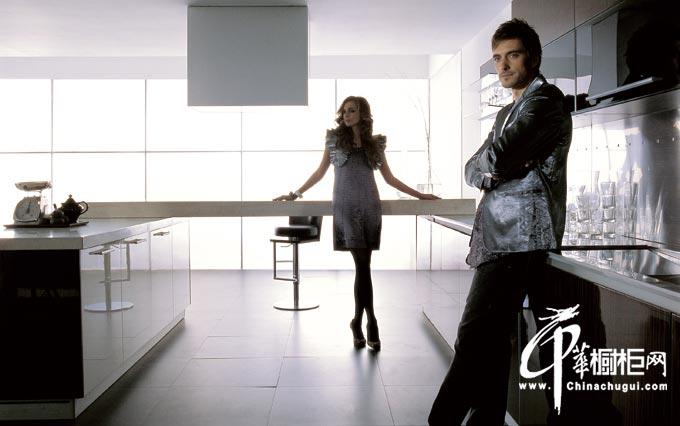 后现代主义整体橱柜设计效果图 黑色橱柜妆扮时尚大气厨房