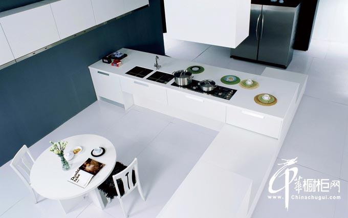 白色简约橱柜装修图片 厨房装修效果图展示潮流风尚