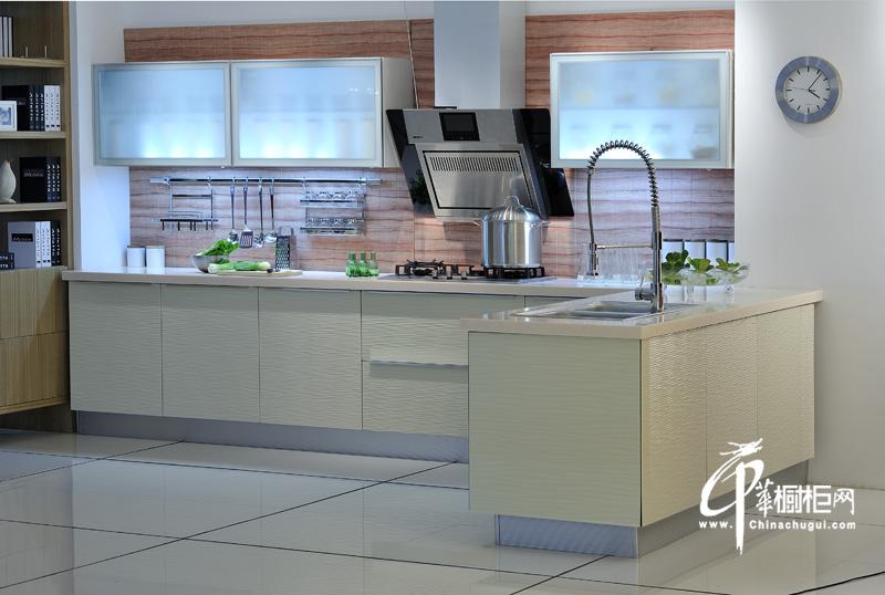 米白色烤漆橱柜设计效果图片|厨房装修效果图|小厨房装修图片 简单的色彩与线条