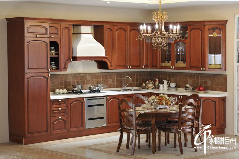 古典实木橱柜装修图片 厨房装修效果图 将古典主义诠释得淋漓尽致