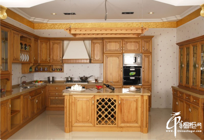 欧式风格橱柜图片 u型厨房装修效果图 展示乡情纯朴流金岁月
