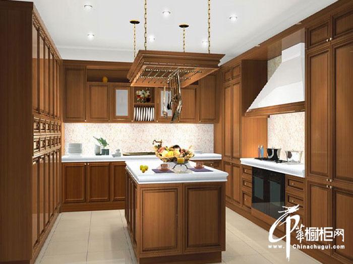 实木整体橱柜设计效果图 u型厨房装修效果图——岁月静好
