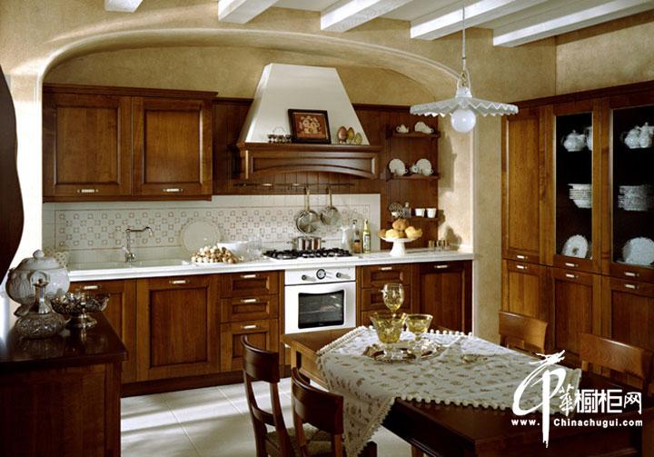 欧式古典风格橱柜装修设计效果图 u型厨房装修效果图