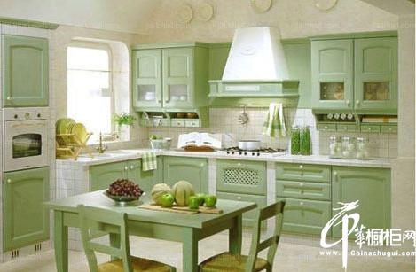八套不同色整体橱柜装扮玩转厨房色彩