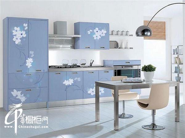 浅蓝色一字型橱柜装修效果图 小户型厨房装修设计效果图欣赏