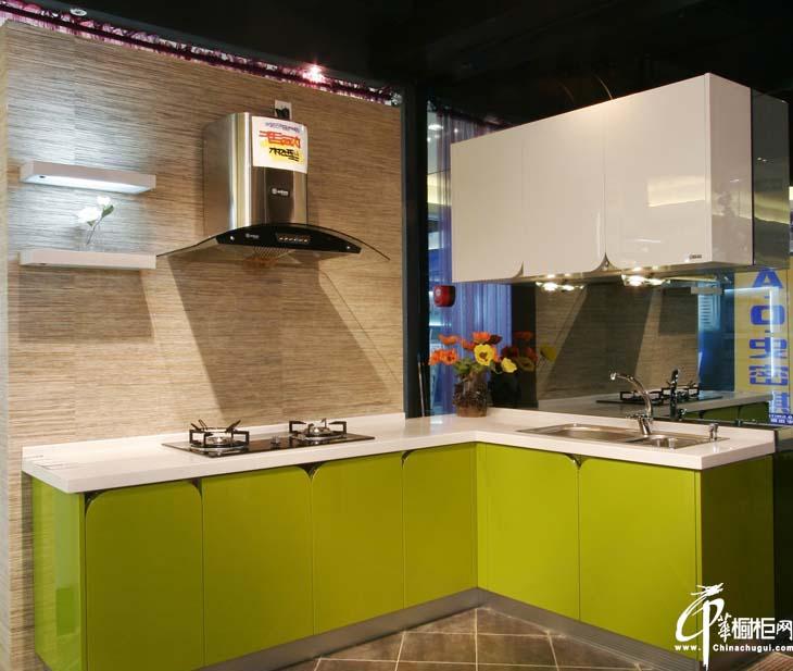 L型开放式厨房整体橱柜装修效果 高光烤漆柠檬黄柜门