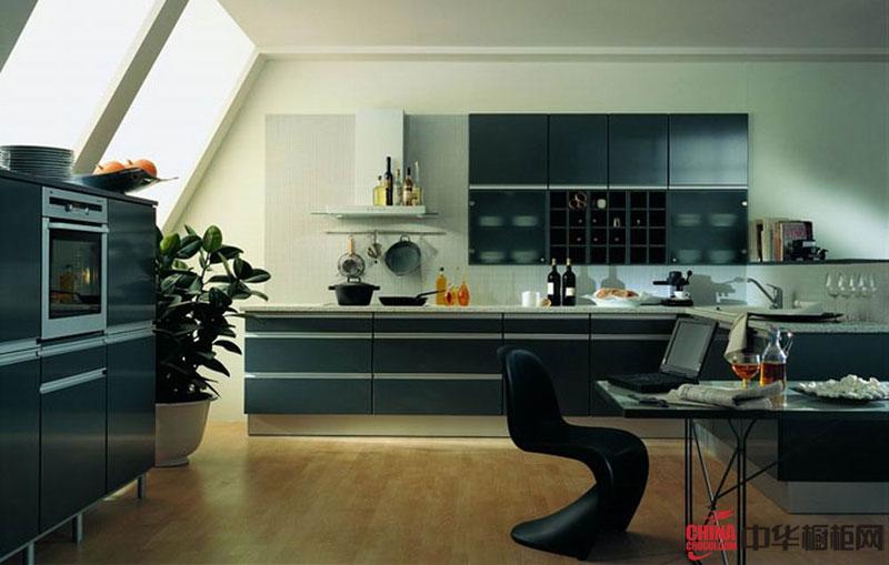 冷色系列一字型开放式厨房装修效果图 简约风格橱柜装修设计图片展现小户型厨房装修经典