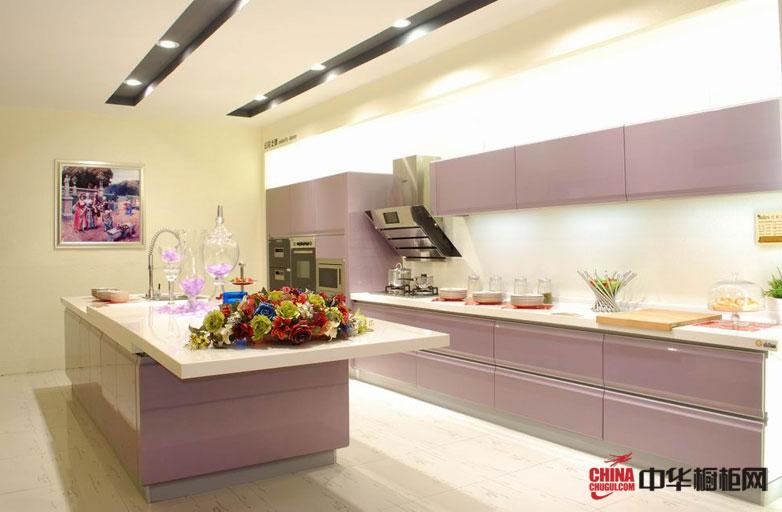 淡紫色烤漆橱柜装修图片 现代简约风格厨房装修设计彰显干练与时尚