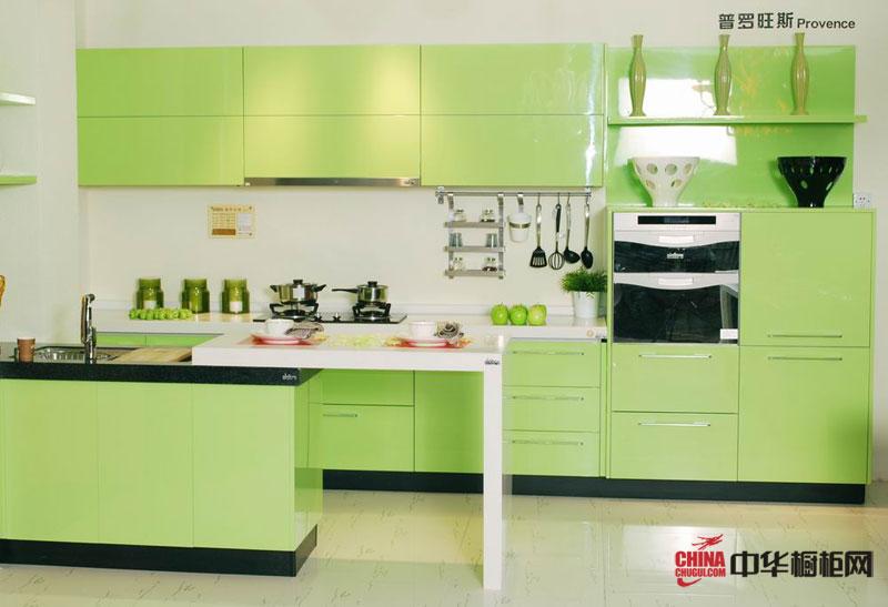 嫩绿色烤漆橱柜装修设计图片 简约风格厨房装修效果展现了春天的生机与清新淡雅的气质