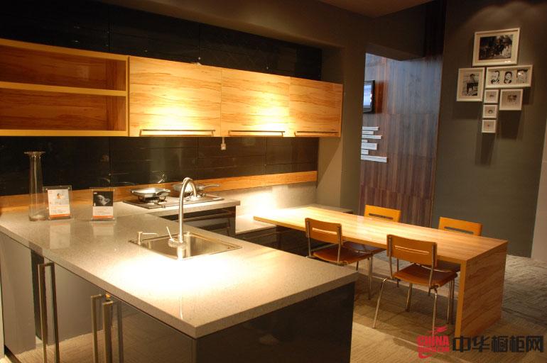 胡桃夹子——现代简约风格厨房装修效果图 整体橱柜设计融合时尚元素