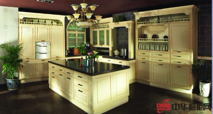 欧式风格厨房装修效果图 实木整体橱柜图片欣赏