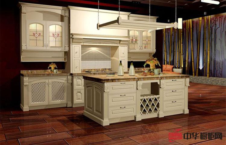 实木橱柜图片|欧式风格整体橱柜装修实景图 原木厨房装修效果图展示古典韵味