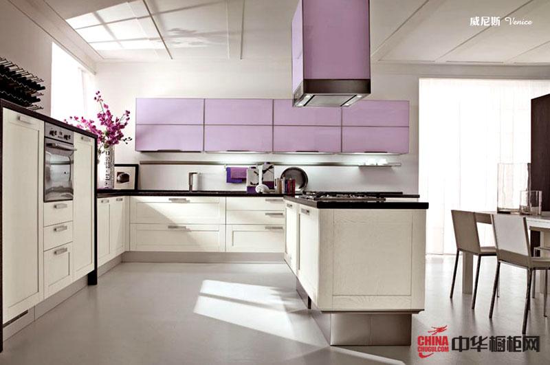 白色烤漆橱柜设计效果图 U型开放式厨房装修图片展示高雅大气