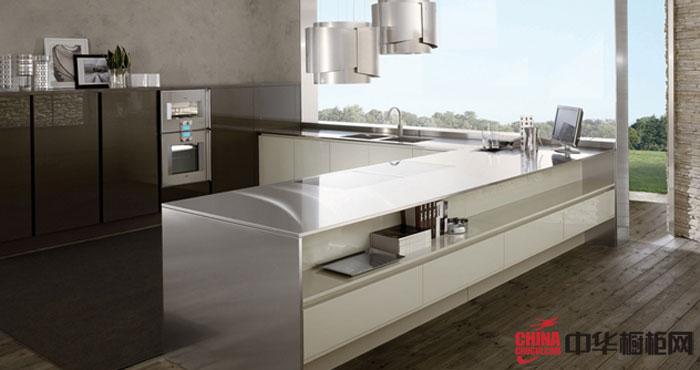 灰白色烤漆橱柜设计效果图 简欧风格开放式厨房装修效果图享受优雅生活