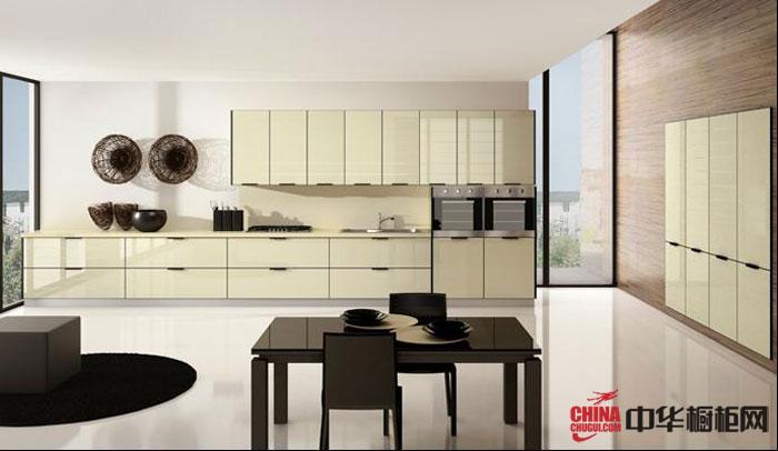 米黄色烤漆橱柜设计效果图|小户型厨房装修 一字型开放式厨房装修效果图欣赏