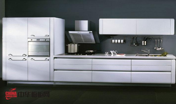 一字型小厨房装修效果图欣赏 白色烤漆橱柜设计效果图打造洁白纯净的唯美开放式厨房空间
