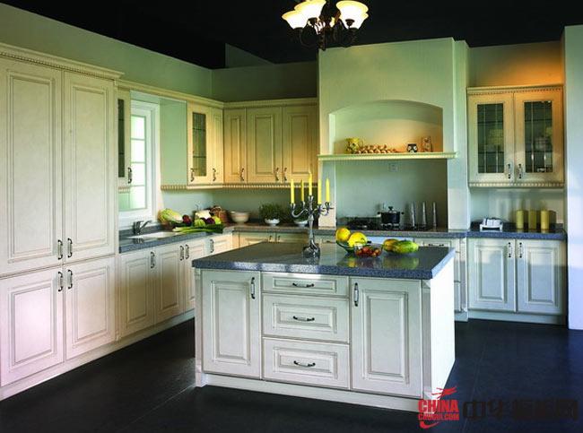 欧式橱柜图片|实木橱柜图片 白色岛型厨房装修效果图欣赏