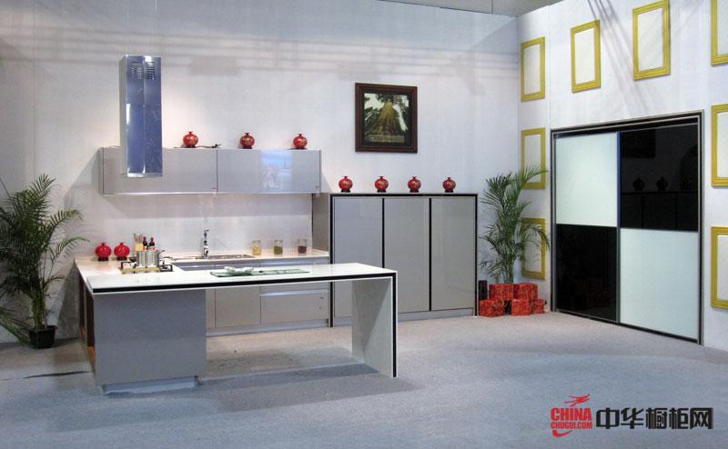 金宝莱整体橱柜图片|橱柜效果图 淡蓝色烤漆橱柜图片展示简约风格开放式厨房装修效果图的雅致