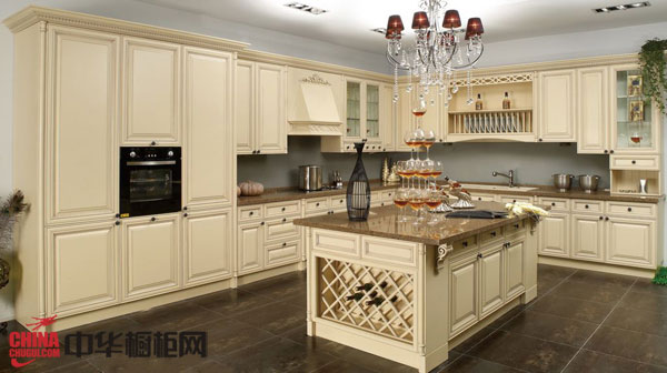2012年最新款欧式古典风格整体橱柜装修效果图片 实木整体橱柜效果图 2012年厨房橱柜图片展示尊贵大气