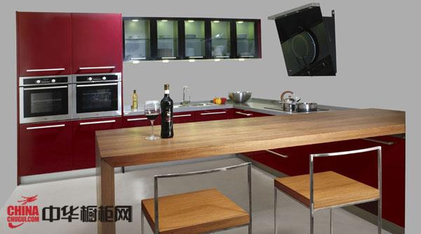 2012年红色烤漆整体橱柜效果图片 L型整体橱柜装修图片 简约风格厨房橱柜设计效果图欣赏