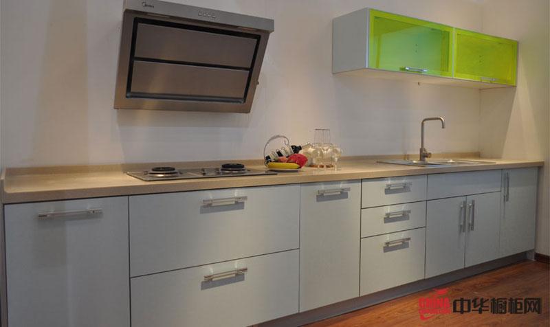 浅蓝色烤漆橱柜图片 一字型整体橱柜图片 小户型厨房装修效果图欣赏
