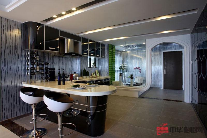 经典黑色烤漆整体橱柜图片|橱柜装修效果图 L型不锈钢橱柜图片 2012厨房橱柜图片展示都市生活的快节奏