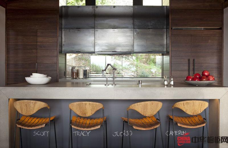 乡村风格开放式厨房装修效果图 整体橱柜装修效果图|2012厨房橱柜图片展示休闲的田园生活