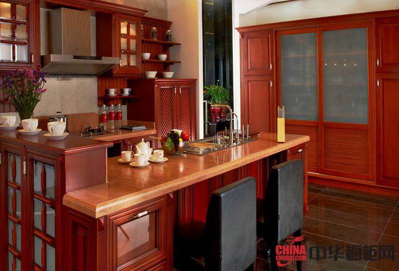 2012年整体橱柜装修效果图凯撒大帝——古典风格橱柜效果图 实木橱柜图片演绎了复古的实木特质