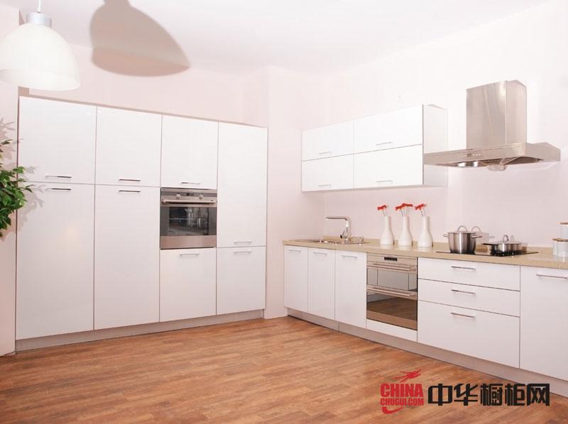 白色烤漆橱柜图片 乡村风格正华整体橱柜效果图欣赏