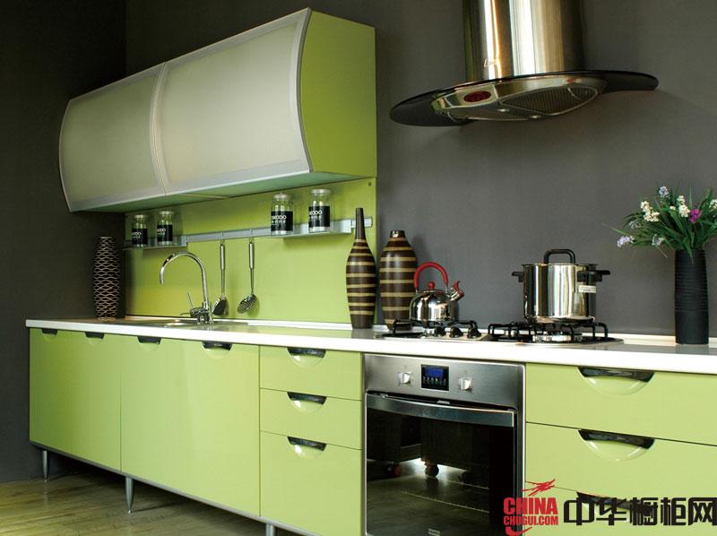 淡绿色烤漆橱柜图片 一字型整体橱柜效果图欣赏