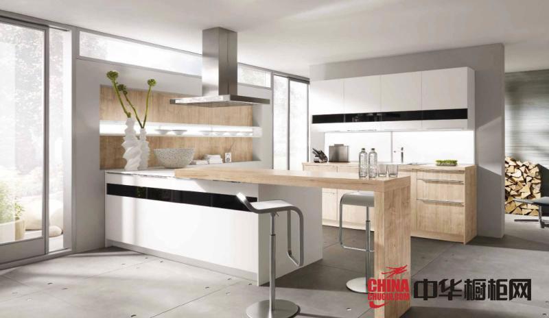 白色烤漆橱柜图片 现代风格橱柜装修效果图 U型厨房装修效果图大全2012图片