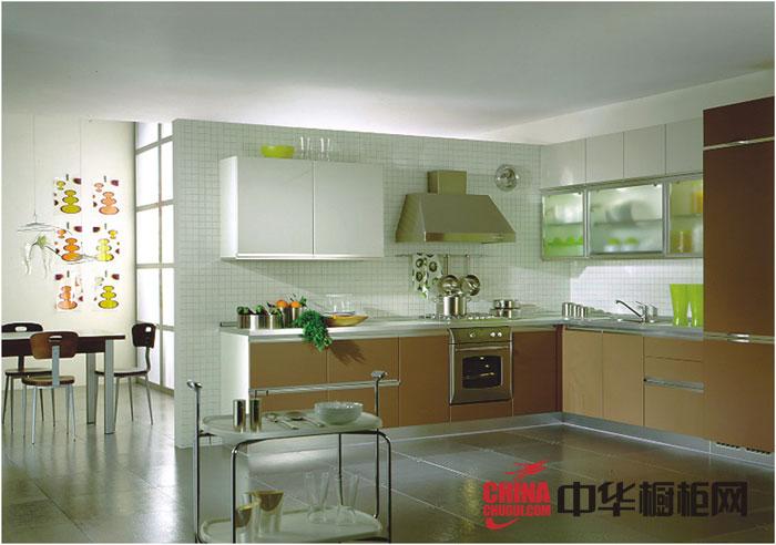 2012年最新款烤漆橱柜图片-圣格兰迪橱柜图片午后奶茶 简约风格整体橱柜装修效果图展现低调的沉稳