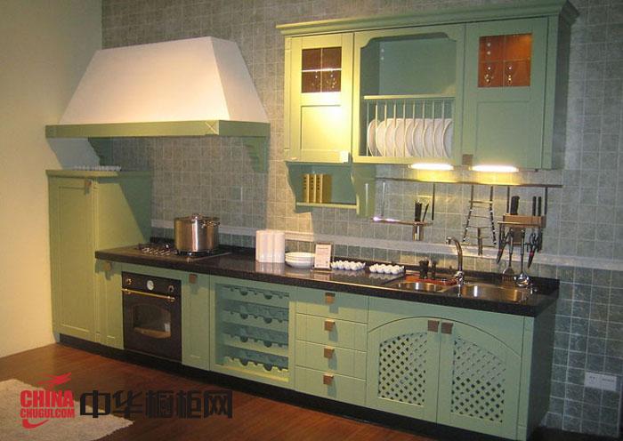 简欧风格康洁橱柜图片-绿色烤漆实木橱柜图片-一字型小厨房装修效果图欣赏