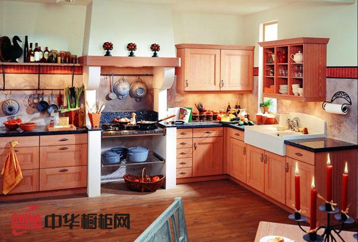 田园风格整体橱柜效果图 实木橱柜图片为厨房装修设计增添了份自然的魅力