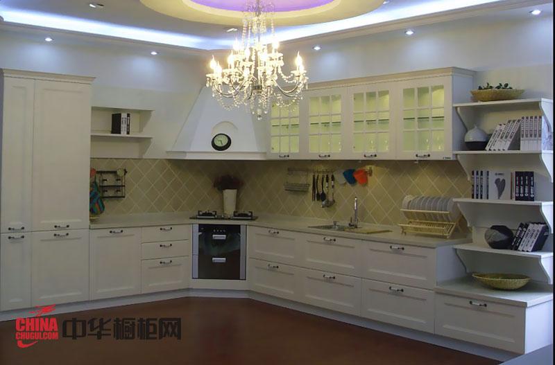 田园风格整体橱柜效果图 白色实木厨房橱柜图片诠释优雅