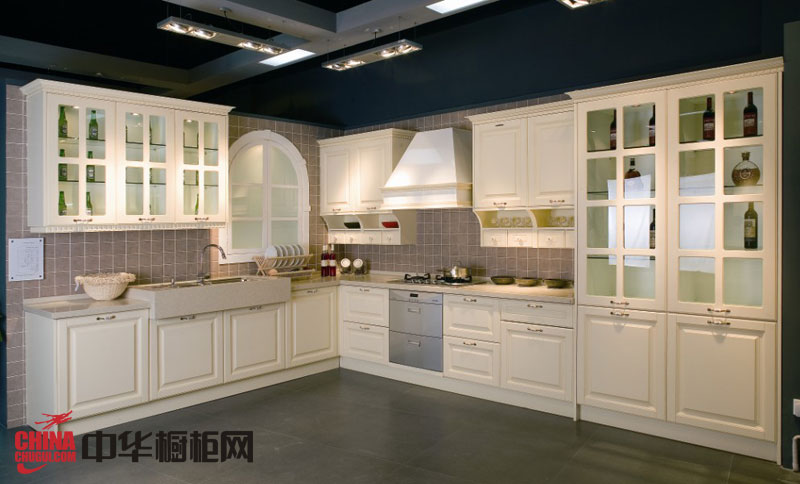 欧式风格整体橱柜效果图 白色实木橱柜图片 欧式厨房装修效果图欣赏