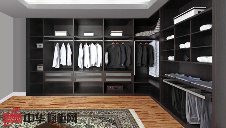 2012年最新款整体衣柜效果图-卡尔拉格斐 古典风格衣柜设计图欣赏