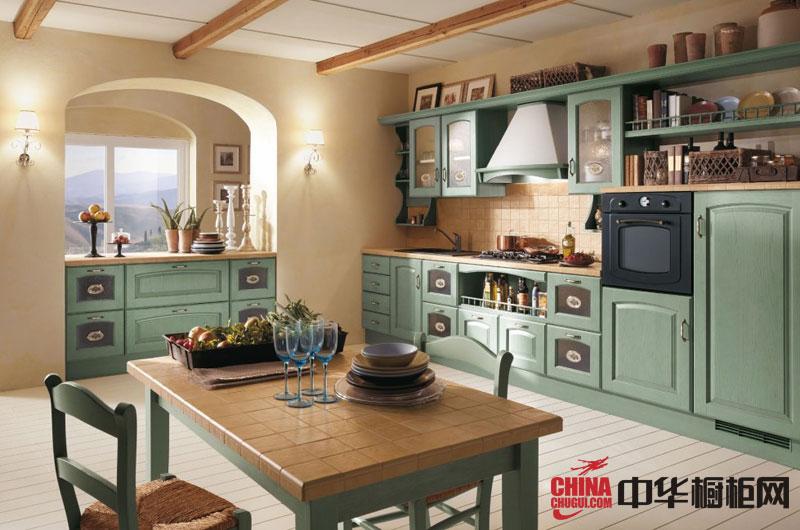 绿色乡村橱柜呈草绿色,草绿色橱柜绝对田园,生机勃勃的颜色让你每次下厨都有野炊的感觉。橱柜整体结构大气,带有美式乡村风味。大面积浅绿烤漆面板搭配简洁的米色台面,鲜活而灵动。平直的造型,雕花的... --> 绿色乡村橱柜呈草绿色,草绿色橱柜绝对田园,生机勃勃的颜色让你每次下厨都有野炊的感觉。