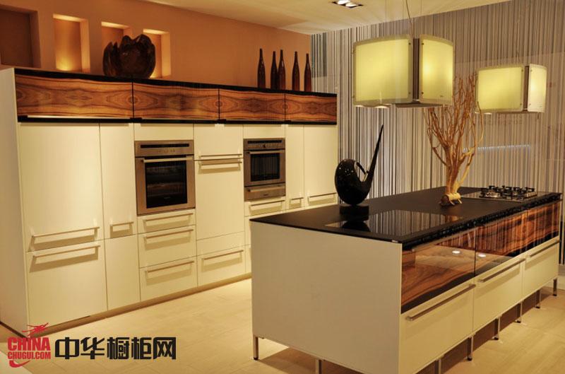 白色烤漆橱柜效果图 简约风格整体橱柜图片 2012年最新整体橱柜图片