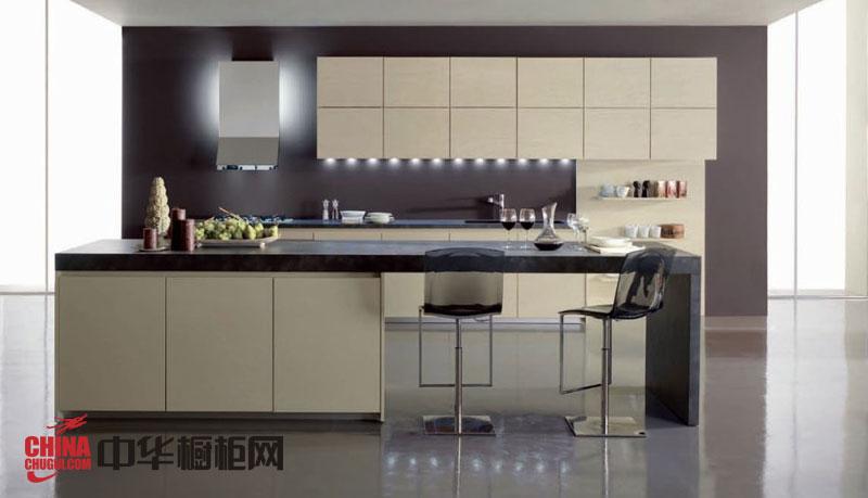 乳白色烤漆整体橱柜图片 简约风格橱柜效果图 厨房整体橱柜效果图欣赏