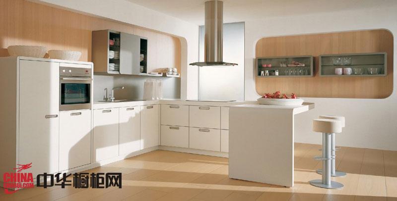 纯白色烤漆橱柜效果图 u型厨房装修效果图