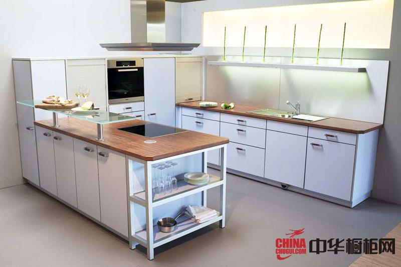 乳白色烤漆橱柜图片 简约风格整体厨房橱柜装修效果图欣赏